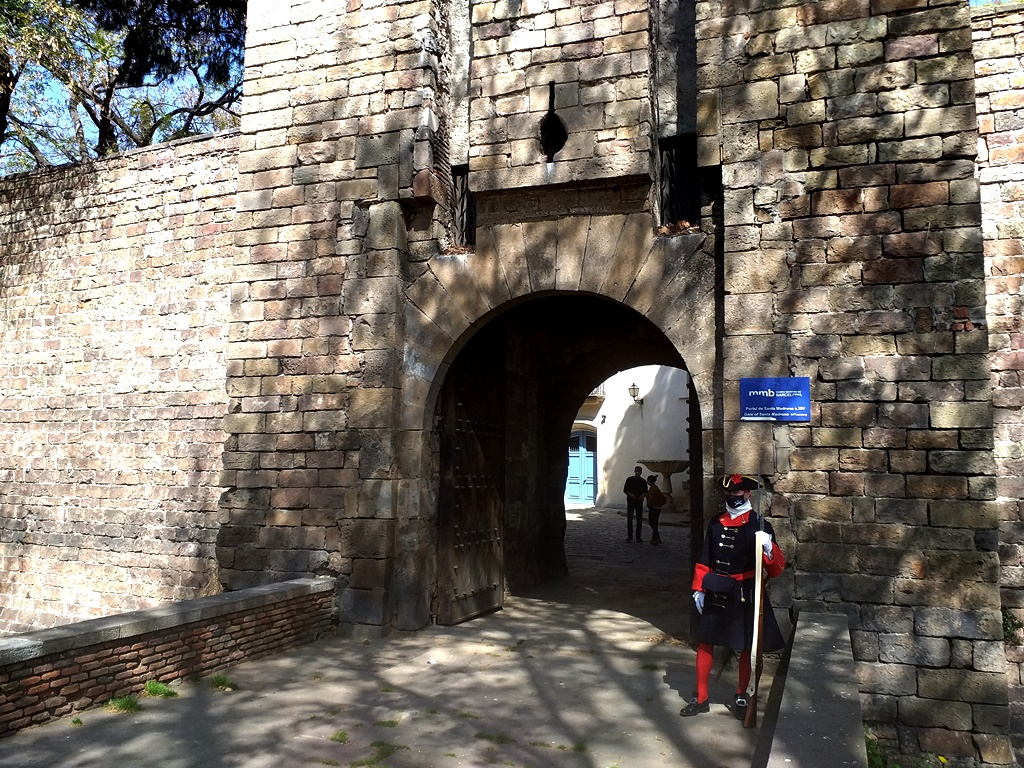 Ворота Санта Мадрона и Сады Бастиона в Барселоне