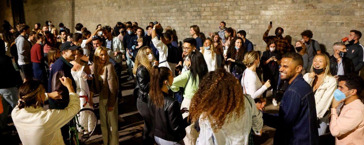 Отмена карантина и ночные праздники в Барселоне