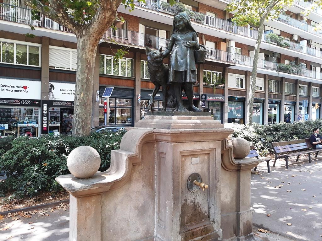 Красная Шапочка и Волк - фонтаны Барселоны