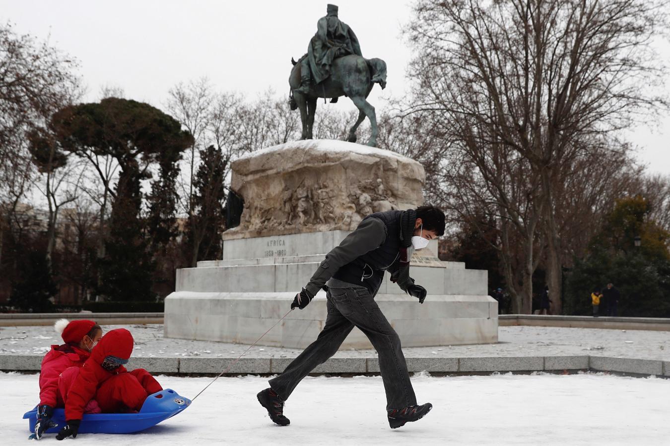 """Ливни, снегопады и морозы: """"Филомена"""" в Испании продолжает бушевать"""