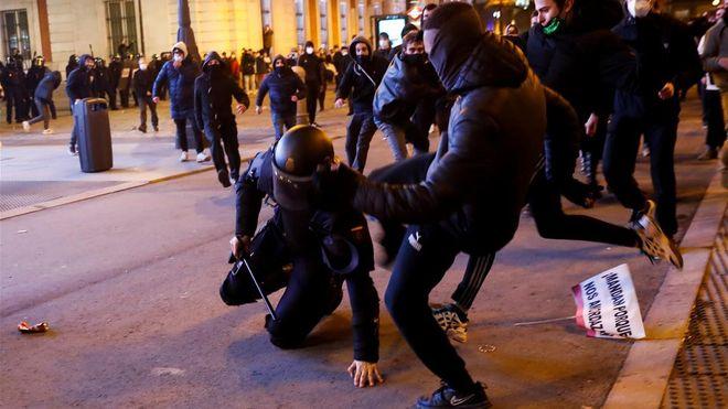 Вторая ночь беспорядков в Барселоне