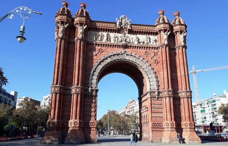 Отели Барселоны 2021: еще одно лето без туристов