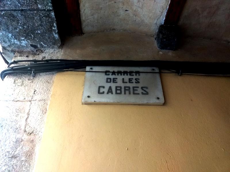 Улица Коз (Carrer de les Cabres) в Барселоне