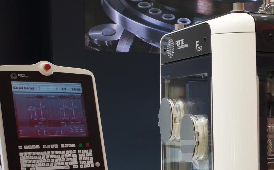 FETTE // Tablettenpresse FE55 // Bei dieser revolutionären Neuentwicklung einer Tablettenpressenverhausung aus Kunststoff war ich bei DSC als Projektleiter und Gestalter tätig.