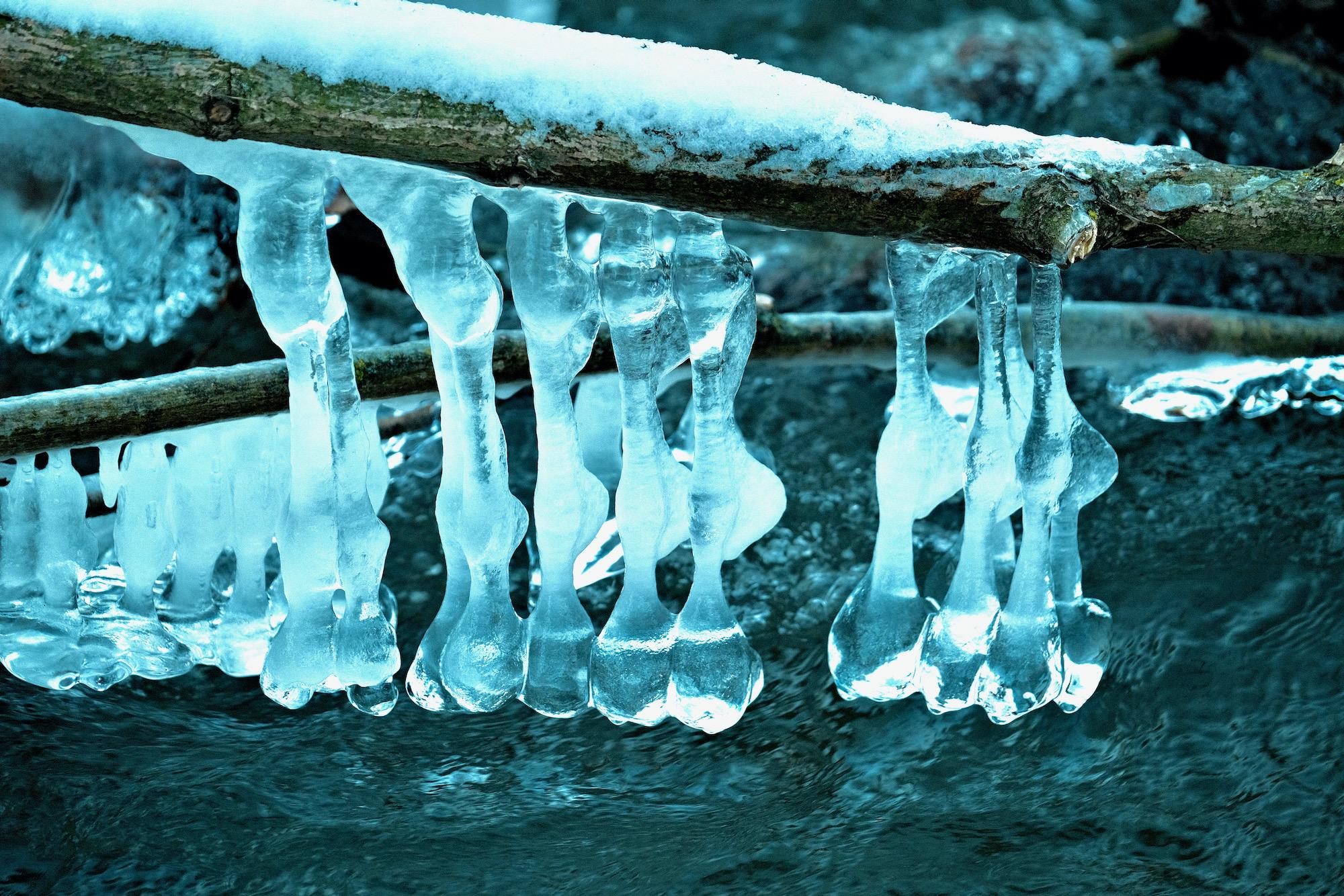 Eiszapfen an der Kinzig