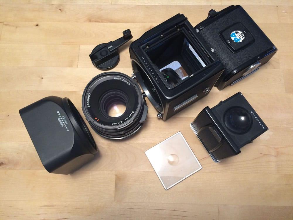 Die Einfachheit des Hasselblad Systems war einfach beeindruckend simple. Der Verschluss sitzt übrigens im Objektiv und nicht in der Kamera.