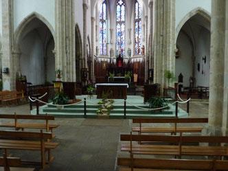 Le chœur avec ses vitraux