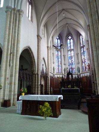 Le choeur avec l'autel initial dans le fond