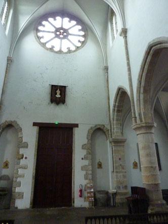 Le fond de l'église qui pourrait accueillir l'orgue, tout en laissant visible la rosace.