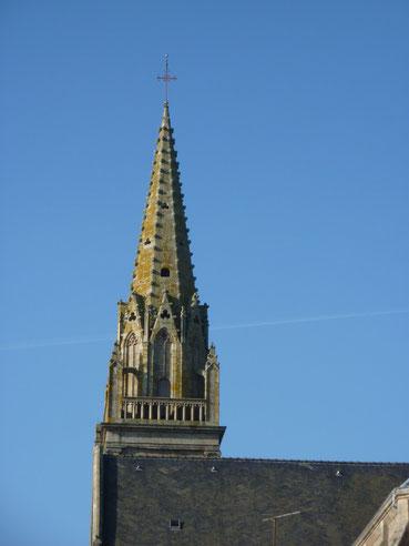 Un clocher qui culmine à 42 mètres.
