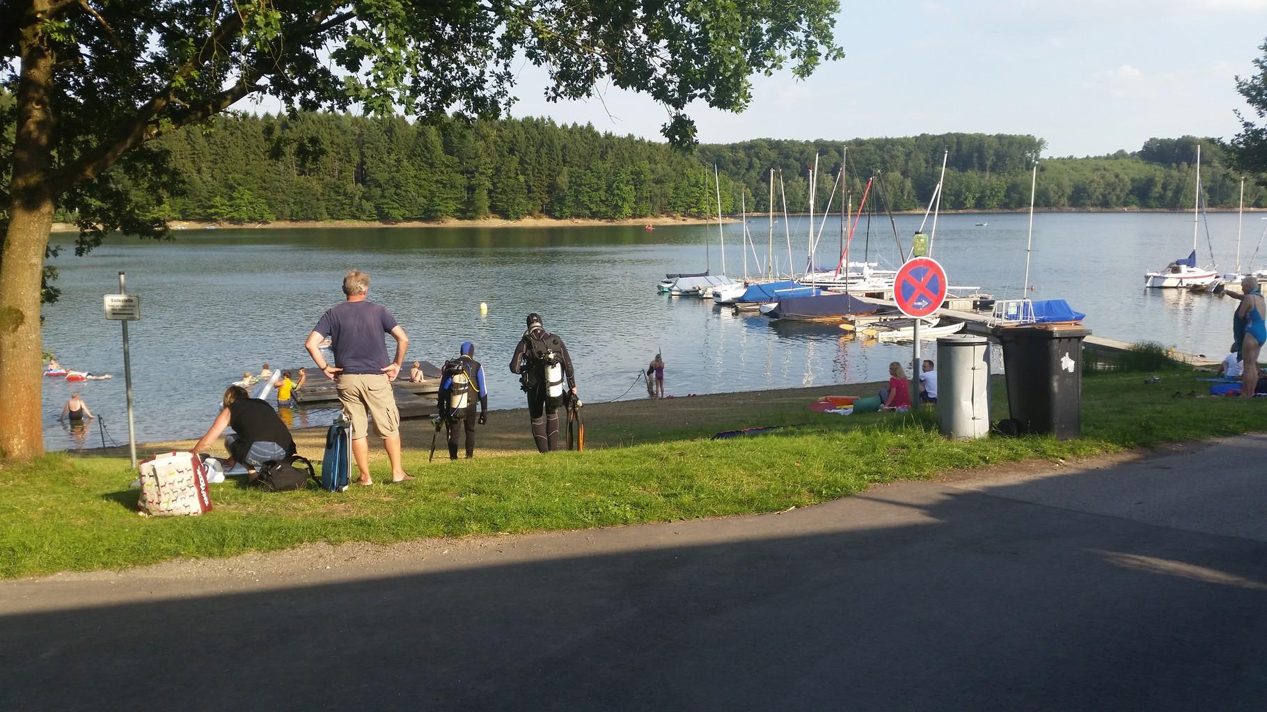 Beim erkunden fanden wir sogar Hobby Taucher auf dem Weg ins Wasser.