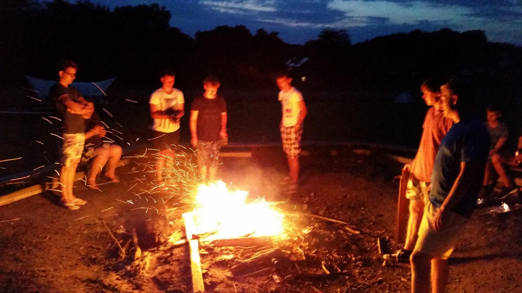 Das Feuer zu entfachen war echt toll und vor allem jede*r hat mitgeholfen.