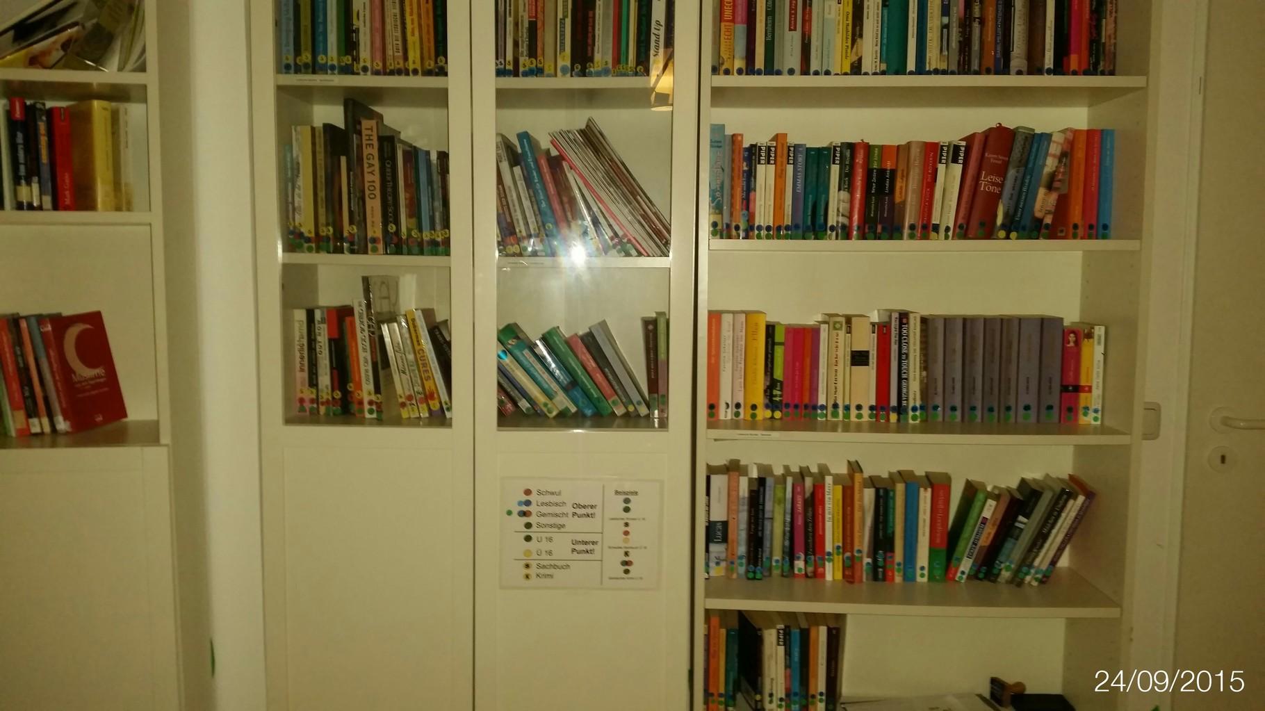 Die Bücherei des PULS. Riesige Auswahl von A - Z und natürlich nach schwul/lesbisch/andere Kategorien, sowie nach Altersklassen sortiert.