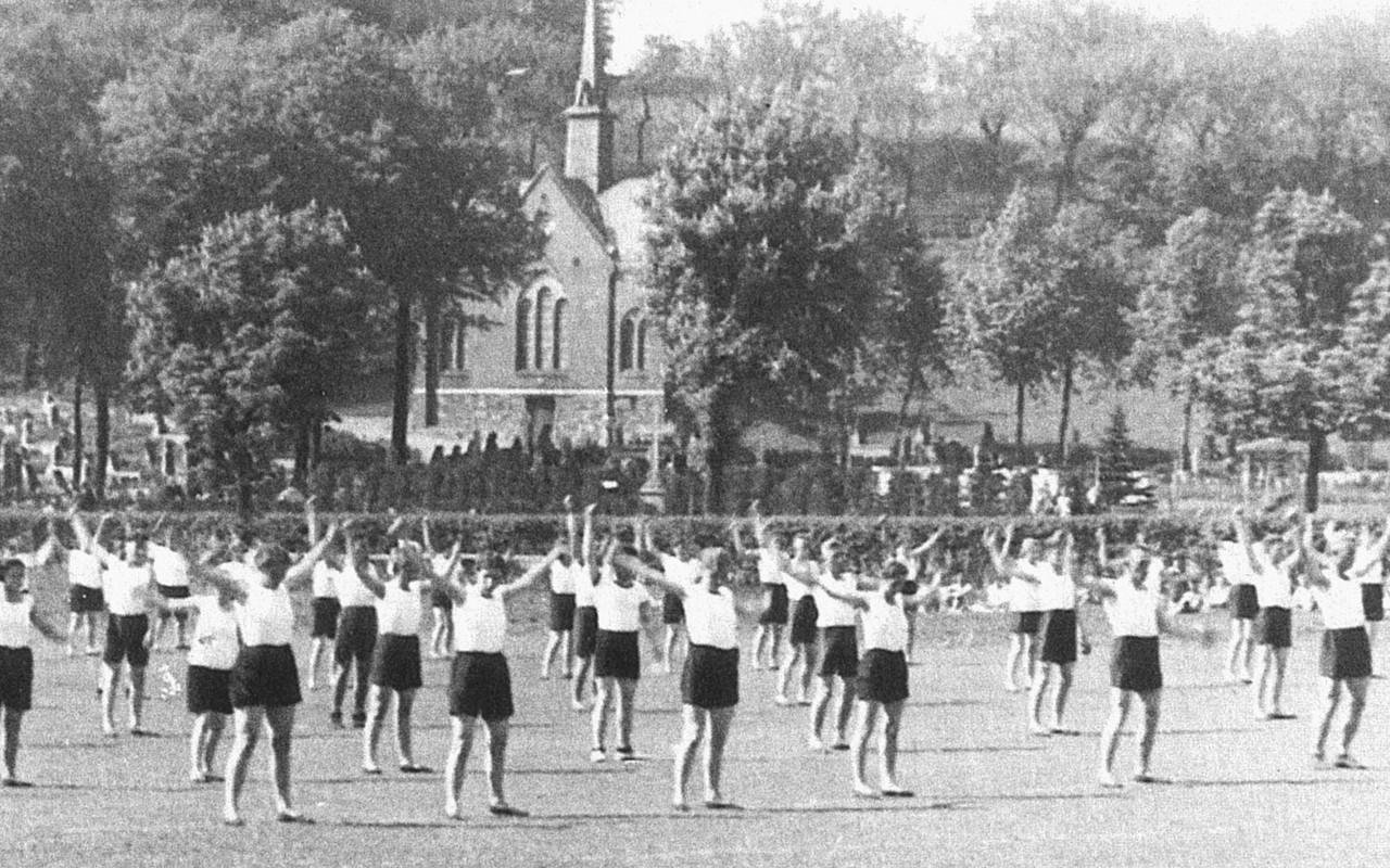 Friedhof Planitz l Blick auf Hang um 1930