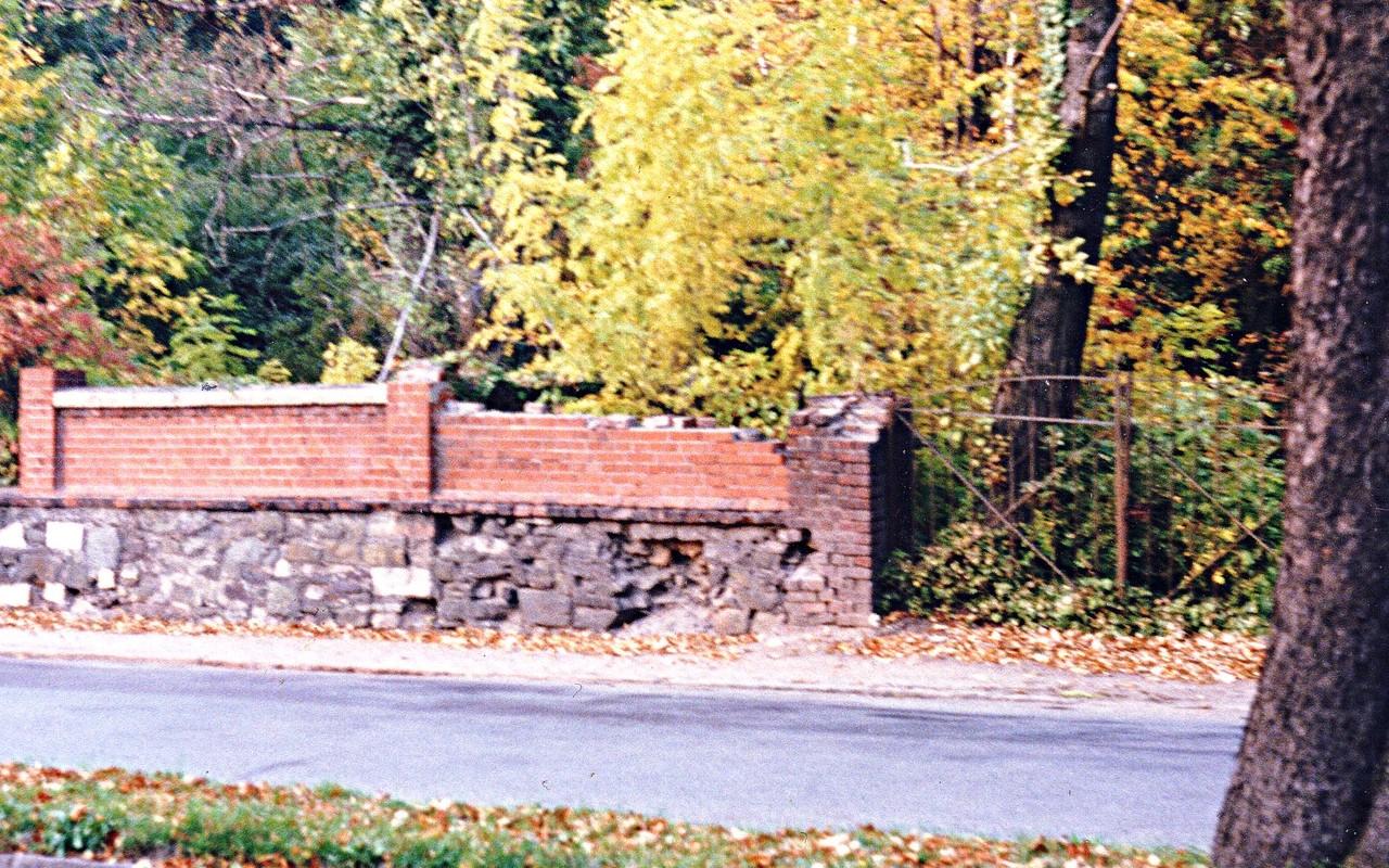 Friedhofsmauer Cainsdorfer Straße 1991