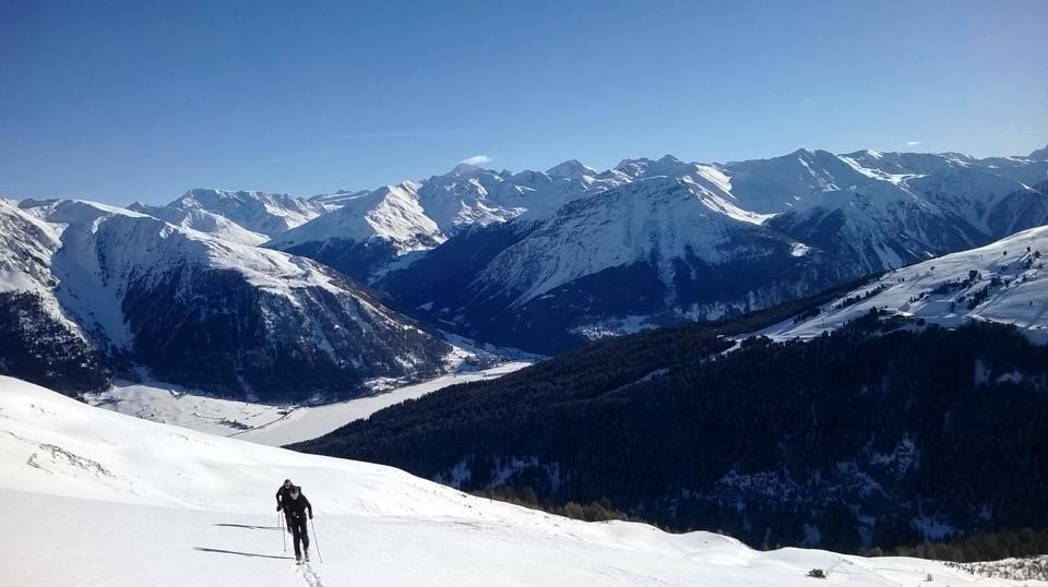 Skitouren am Reschenpass im Vinschgau - Südtirol bei Nauders: einzigartiges Panorma mit Blick auf den Reschensee