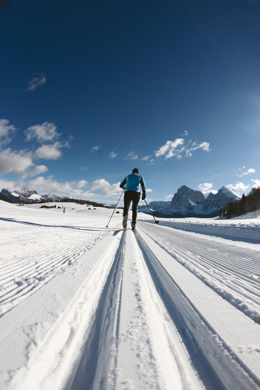 Langlaufloipen und Langlaufen am Reschenpass im Vinschgau in Südtirol bei Nauders. Gleich ob Skating oder klassisch: Die Vielfalt der Möglickeiten an Loipen überzeugt jeden Langläufer.