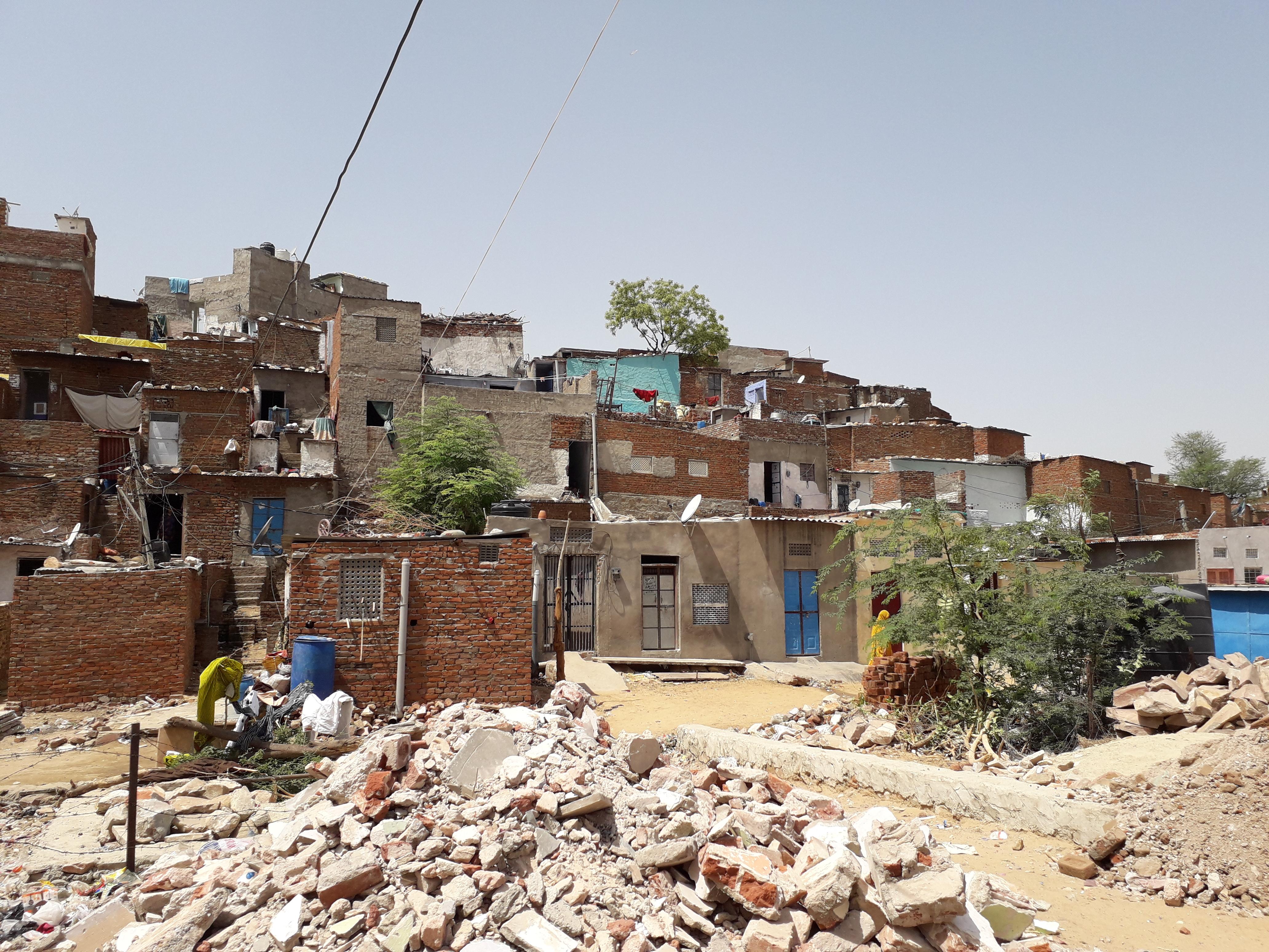 Pune. Market Yard slum alley