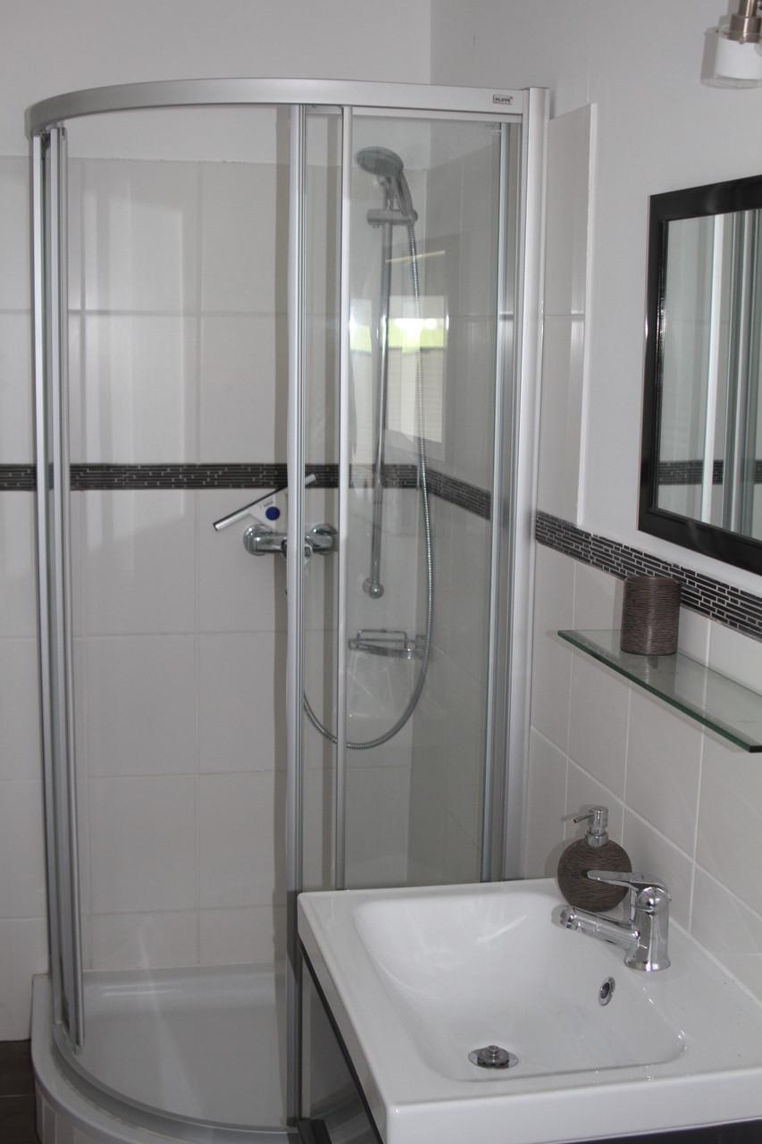 Bad zu Schlafzimmer 1