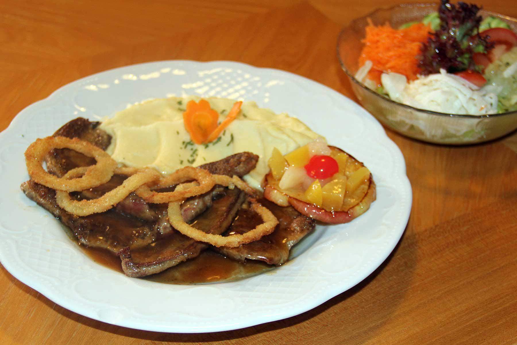 Berggasthof Bühlalpe, Kleinwalsertal – unsere beliebte Leber mit Kartoffelpüree