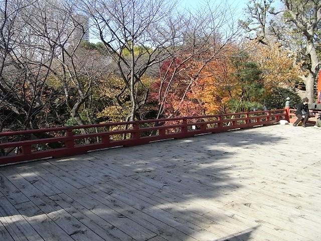 京都の清水寺の舞台を真似たようです
