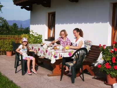 Gäste genießen das Frühstück