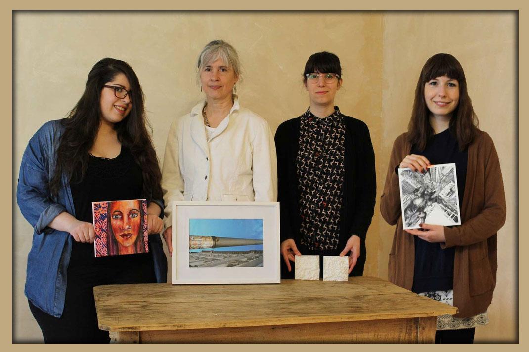 """Die Künstlerinnen der Ausstellung """"growing narratives"""",  Layali Alawad, Britta Moche,Dana Saèz und Lara Bispinck in der Galerie Frutti dell'Arte in Aachen, vertreten auf der Aachener Kunstroute 2016 mit Kunst in Aachen"""