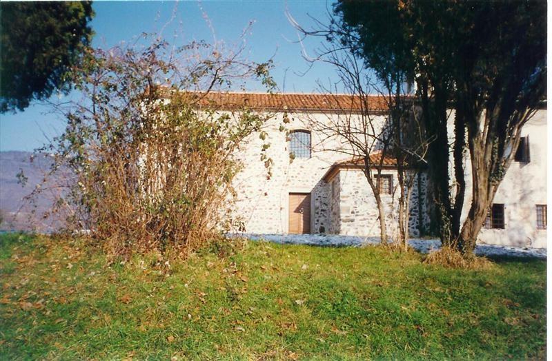 Area chiesa infestata dai rovi prima del 1997
