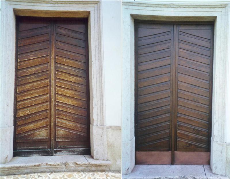Le porte prima e dopo l'intervento di ristrutturazione.