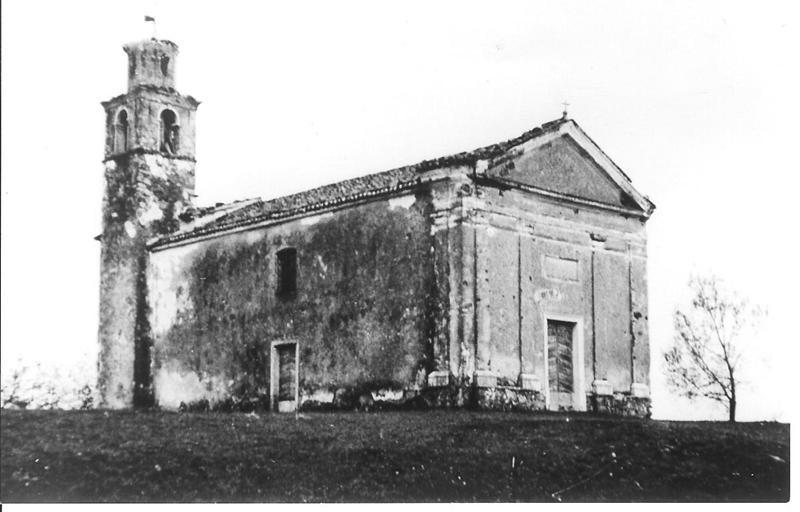 La chiesa prima del restauro del 1995.