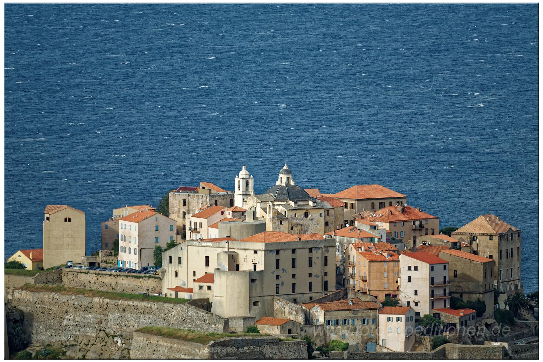 Blick auf die alte Festung von Calvi