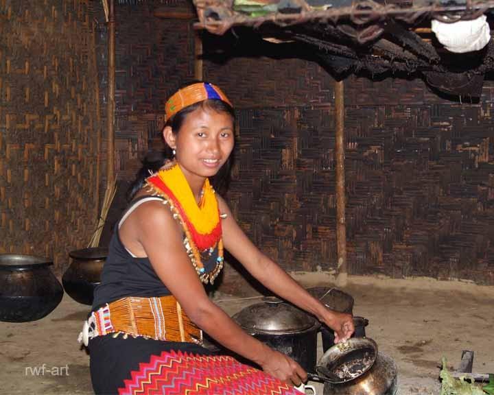 junge Frau in trad. Kleidung, Nagaland