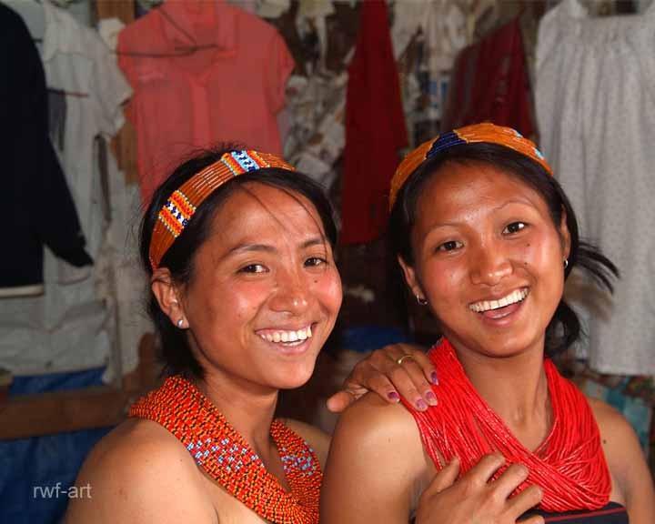 Mädchen vom Stamm der Konyak, Nagaland