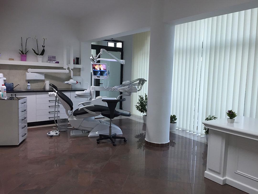 Dr-Teuta-Mucaj-Kalabrezi_General-Dentist-Ulcinj-Ulqin-Montenegro_Office-2