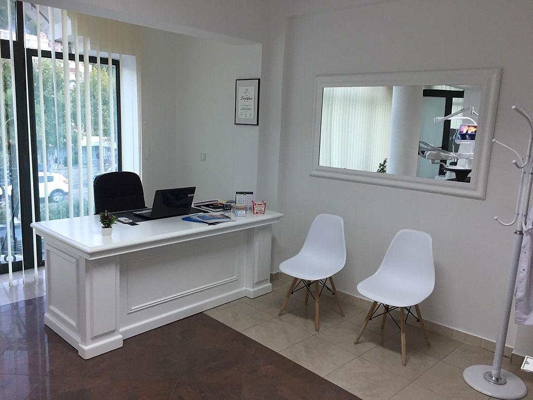 Dr-Teuta-Mucaj-Kalabrezi_General-Dentist-Ulcinj-Ulqin-Montenegro_Reception