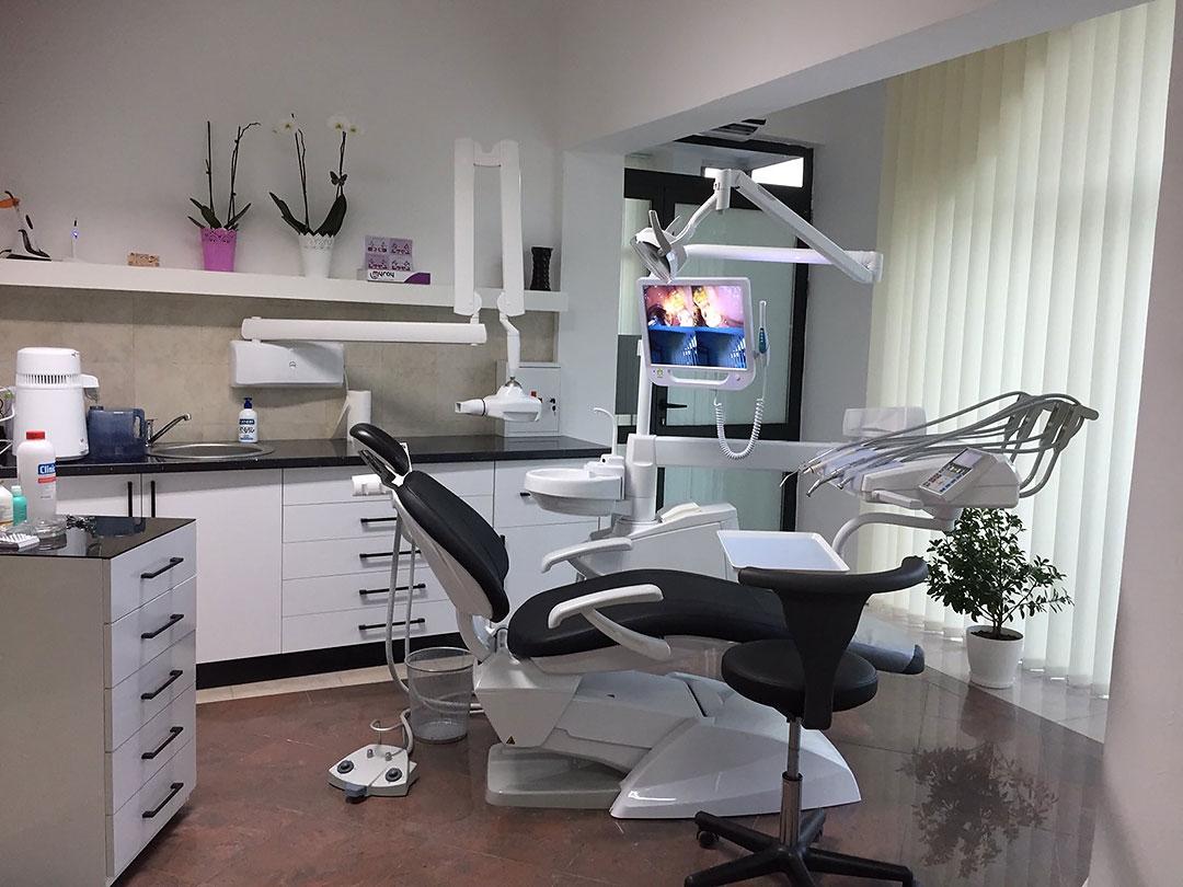 Dr-Teuta-Mucaj-Kalabrezi_General-Dentist-Ulcinj-Ulqin-Montenegro_Office-1