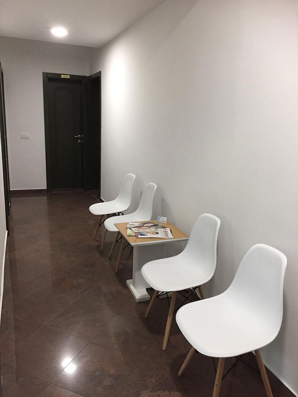 Dr-Teuta-Mucaj-Kalabrezi_General-Dentist-Ulcinj-Ulqin-Montenegro_Waiting-room