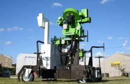 慶応高校野球部がモニター導入した人工知能搭載のピッチングマシン「Pitch18」=西野製作所提供