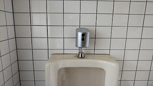 トイレの手洗い自動水栓と小便器の自動洗浄へ交換
