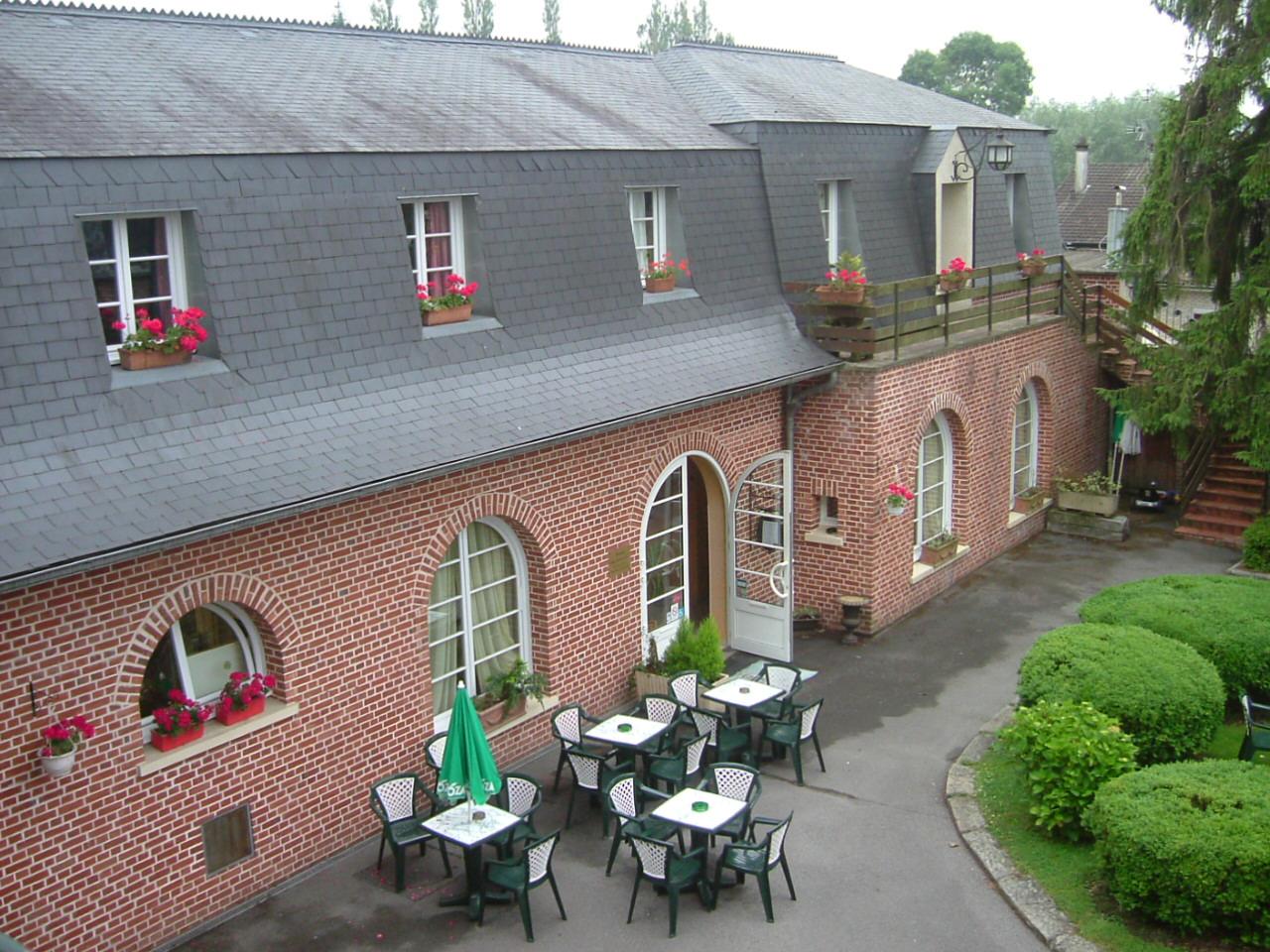 Entrée du restaurant l'Auberge du Val d'Oise