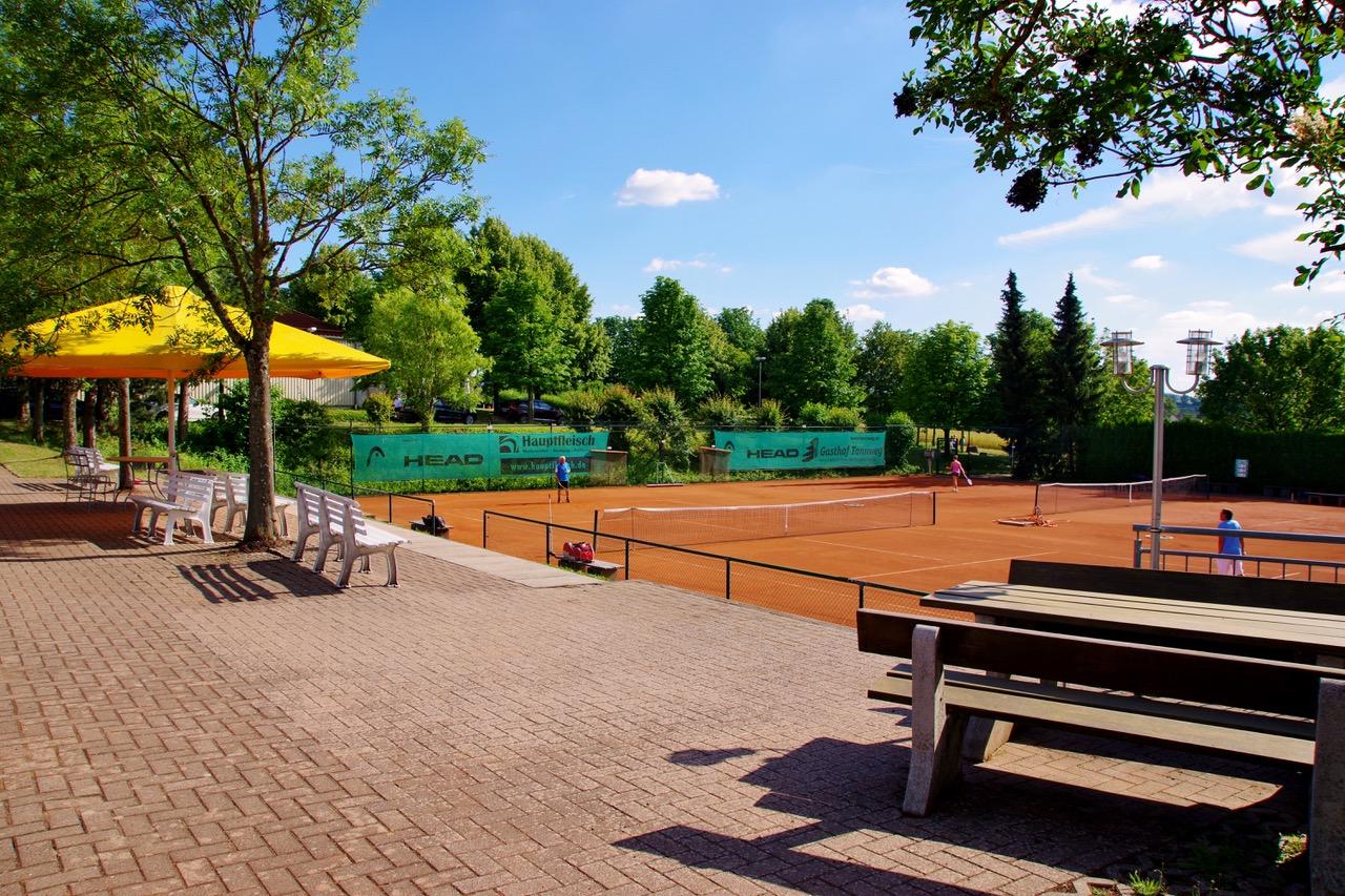Tennisdoppel im Freien unter den geltenden Voraussetzungen wieder erlaubt