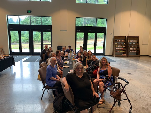 Reception July 05, 2019 near Portland OR  : Mary Ann (front ctr) to the right :  Pat Jean, Ronald, Autumn and 3 others ;  on the left :  femme, un Moculeski ? , Mari and others