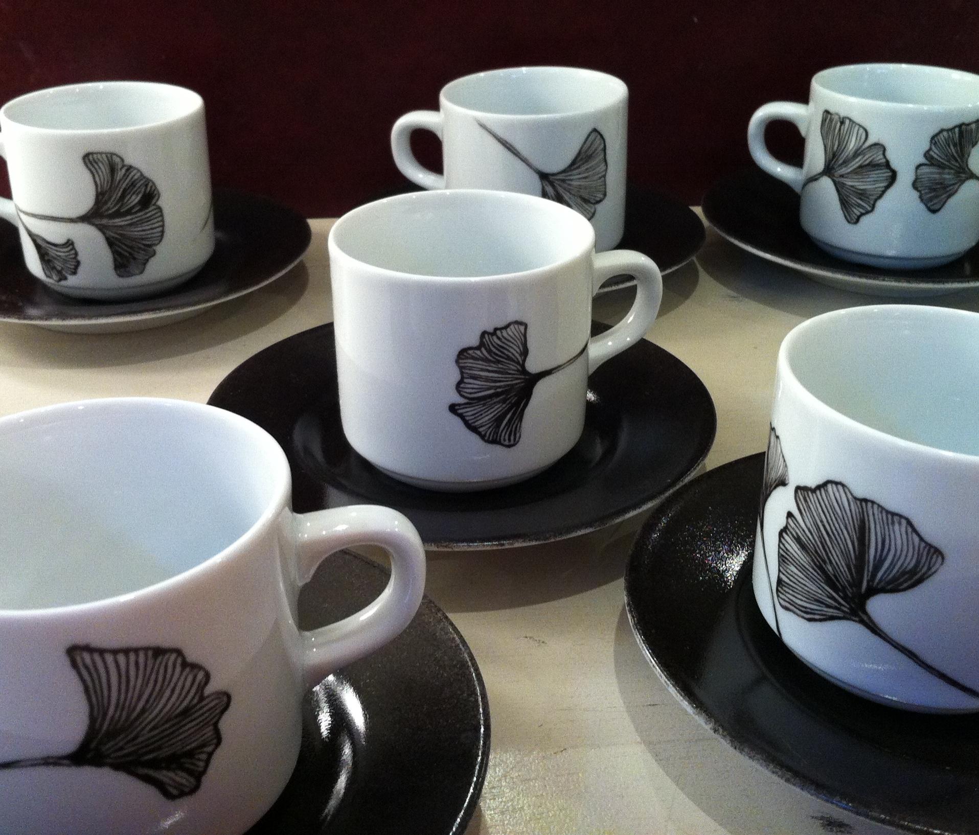 6 Tasses à café H 5 cm avec soucoupe noire