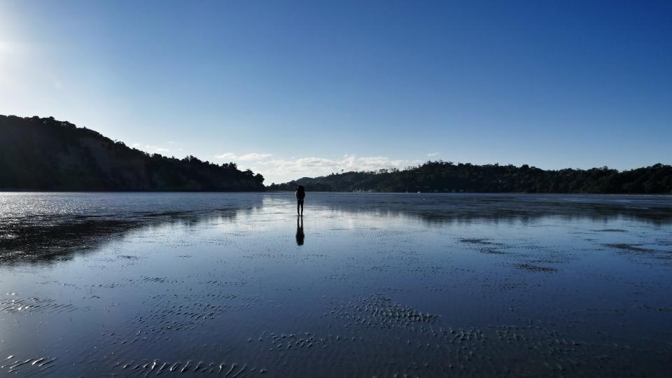 Bei Ebbe quer über die Karepiro Bay nach Stillwater