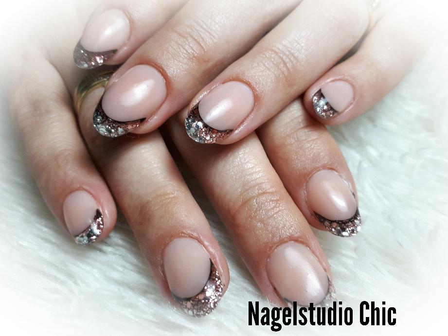Mooie french manicure met glitter gelnagel