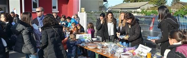 """L'atelier """"déco Noël"""" et vente de succulents gâteaux..."""