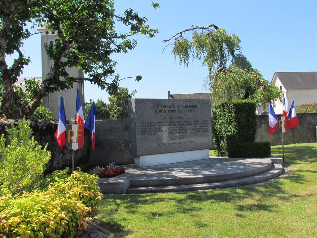 Rendez-vous au Monument aux Morts...