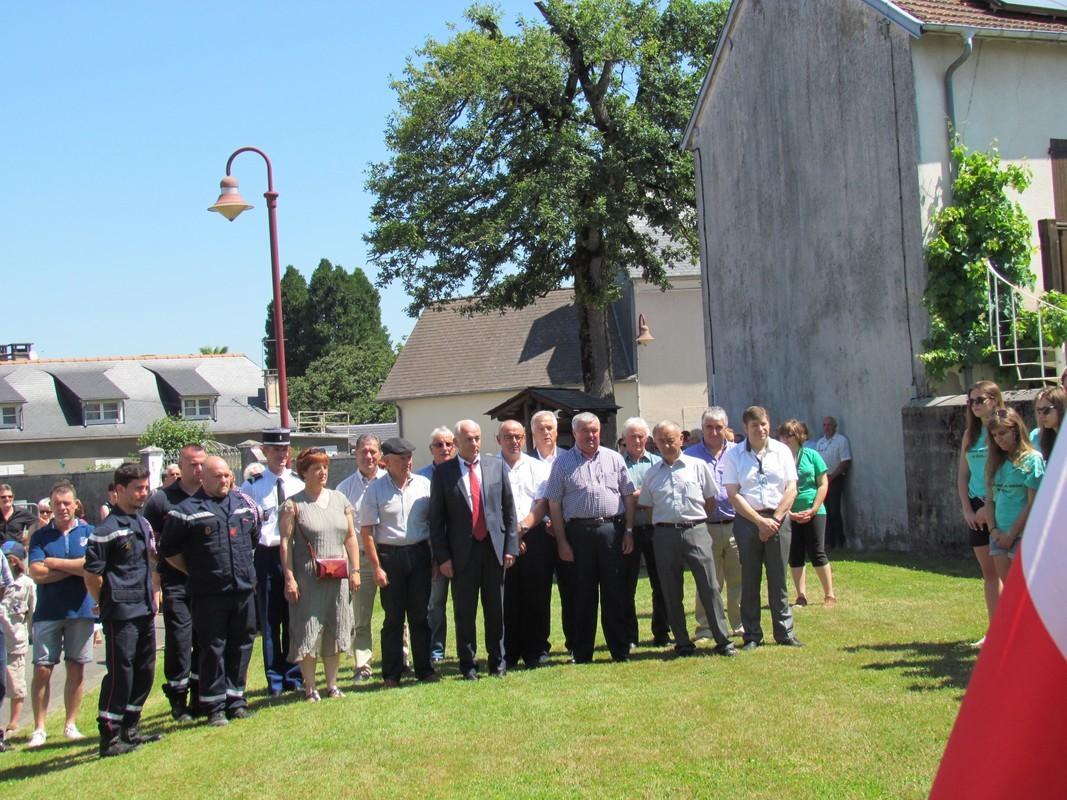 Les Elus du Canton et des communes voisines, la Gendarmerie, les Pompiers...