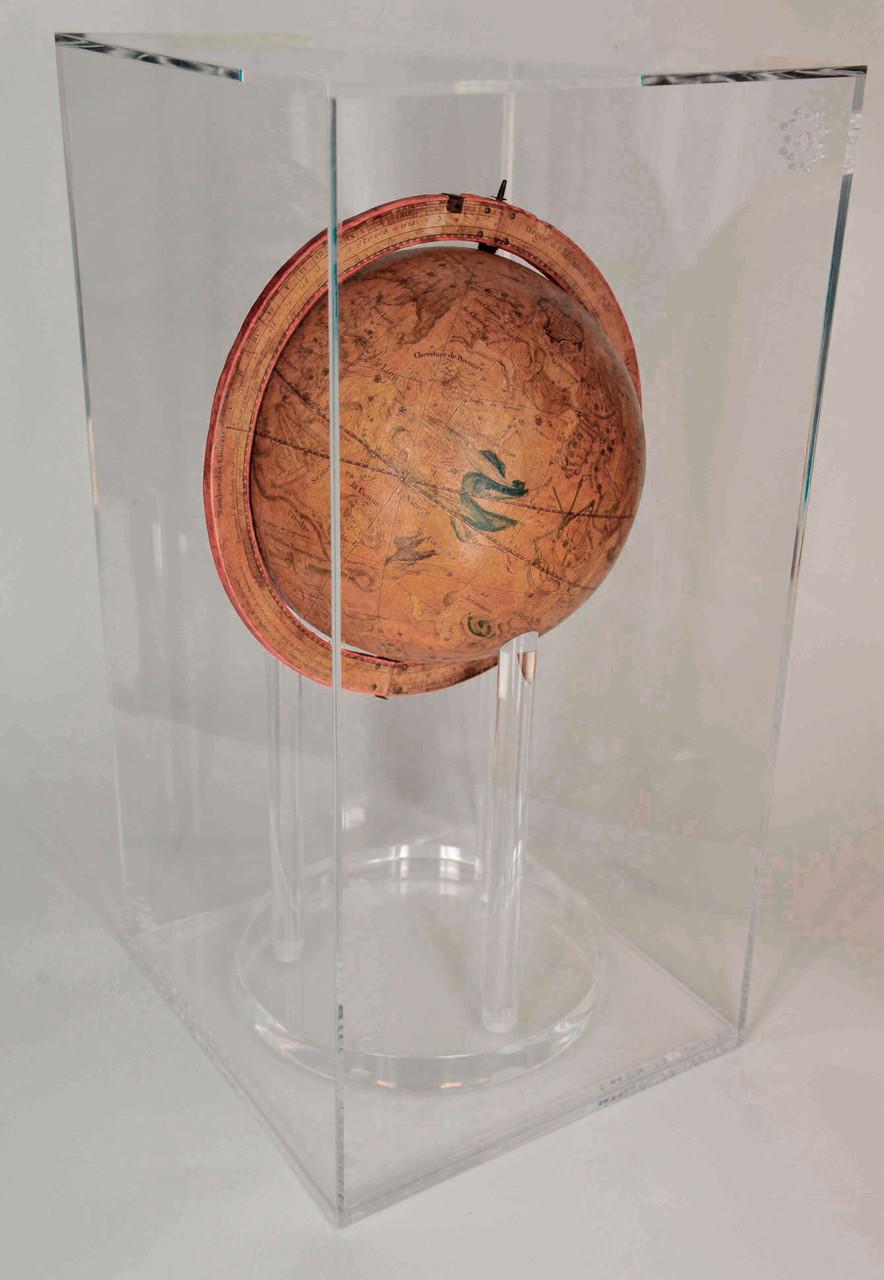 globo celeste nella teca in plexiglas