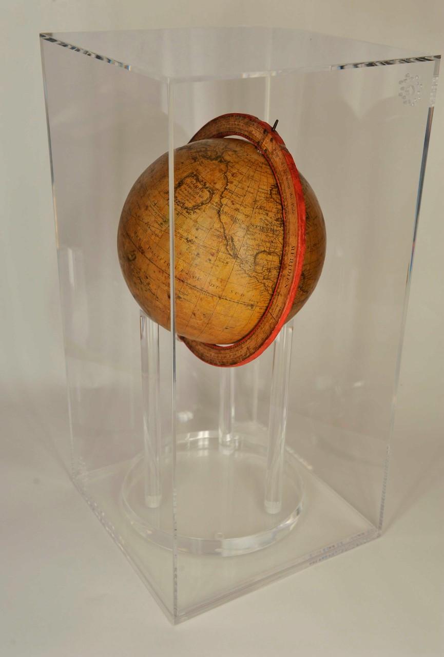 globo terrestre nella teca in plexiglas